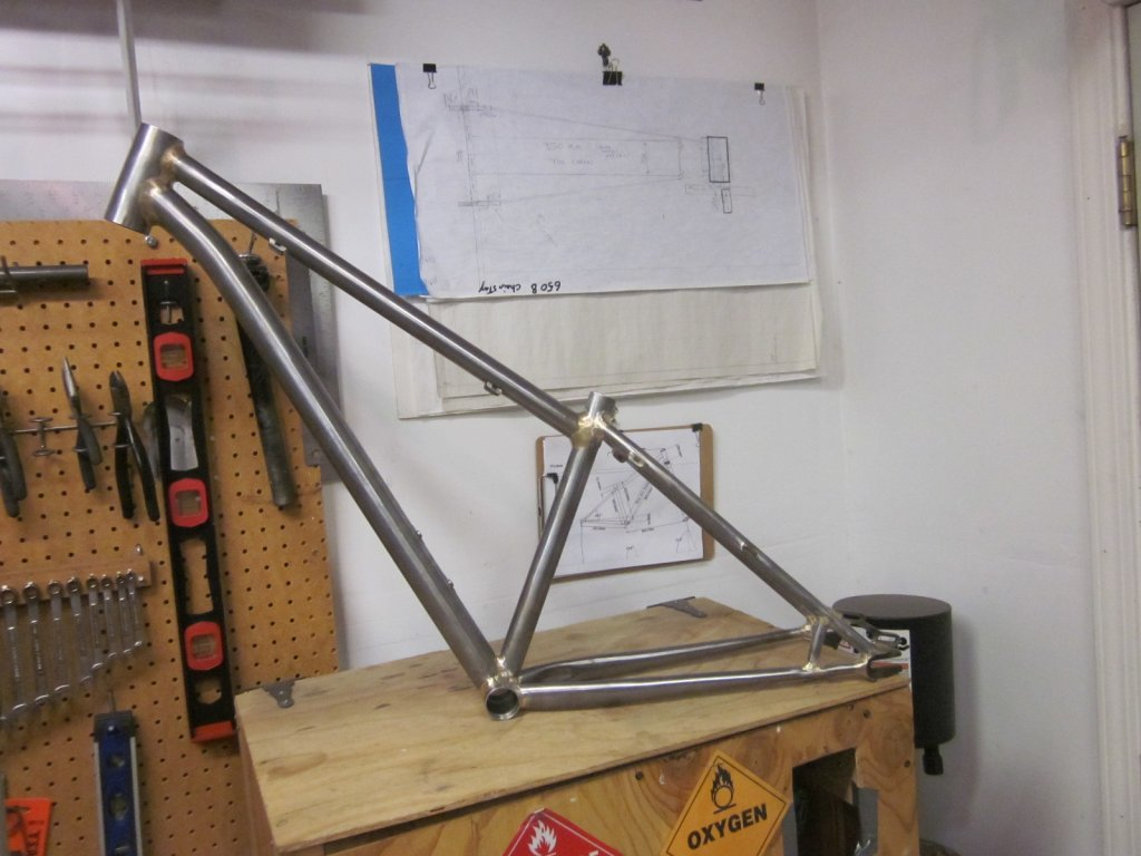 Placement of slotted disc brake mount on horizontal dropouts-img_7694.jpg