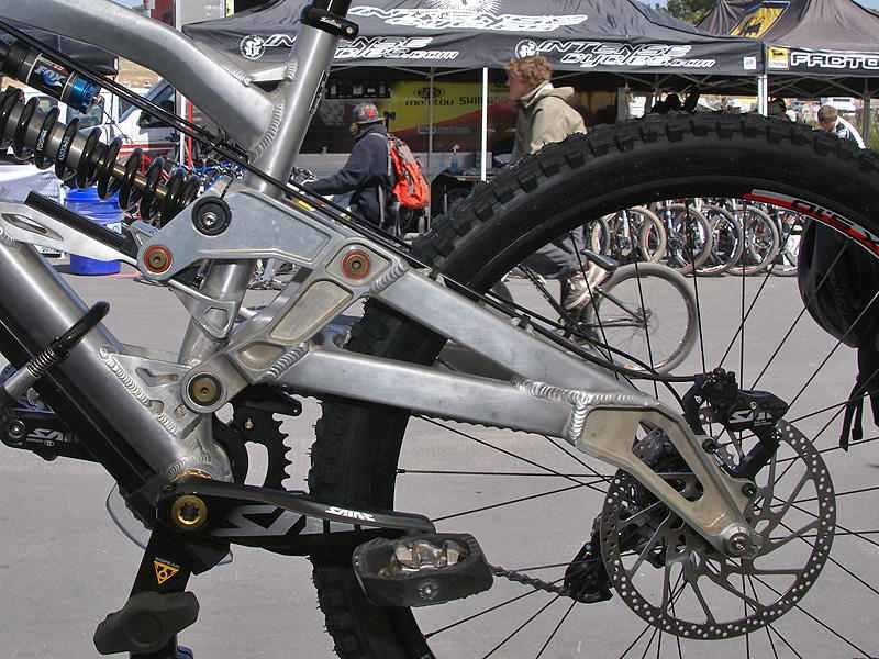 Iron Horse.  In the near future.-spite-complicated-look-prototype-yeti-303-rdh-essentially-single-pivot-bike..jpg