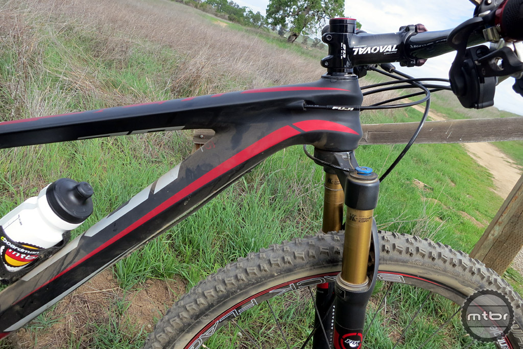 The monocoque carbon frame is light, stiff and features nice internal cable routing.