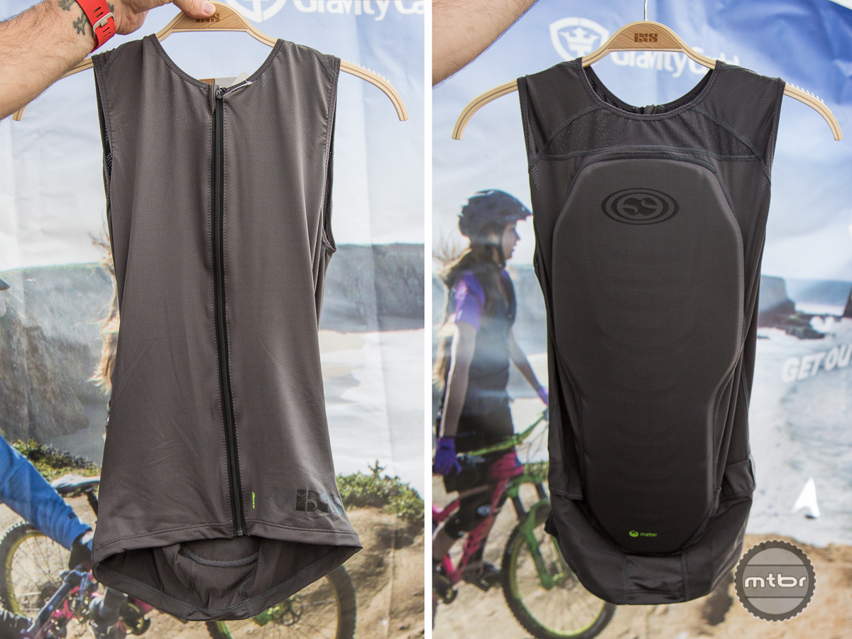 The iXS Flow compression fit vest features full back coverage in a lightweight package.