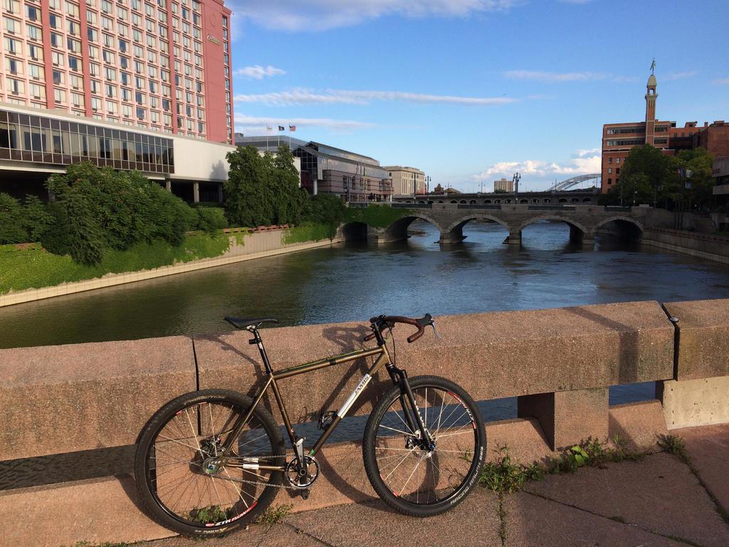 bike +  bridge pics-jamis.jpg