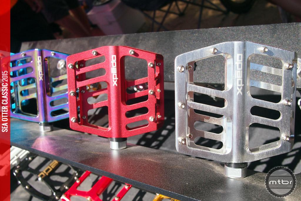 Jek alloy flat pedal - oil slick, red, silver.