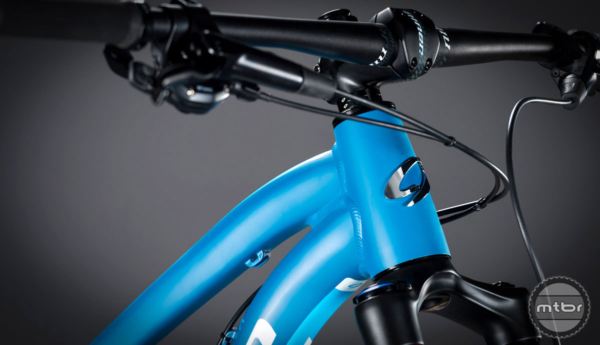 There's accommodation for an internal or externally routed dropper, but the bike does not come with one.
