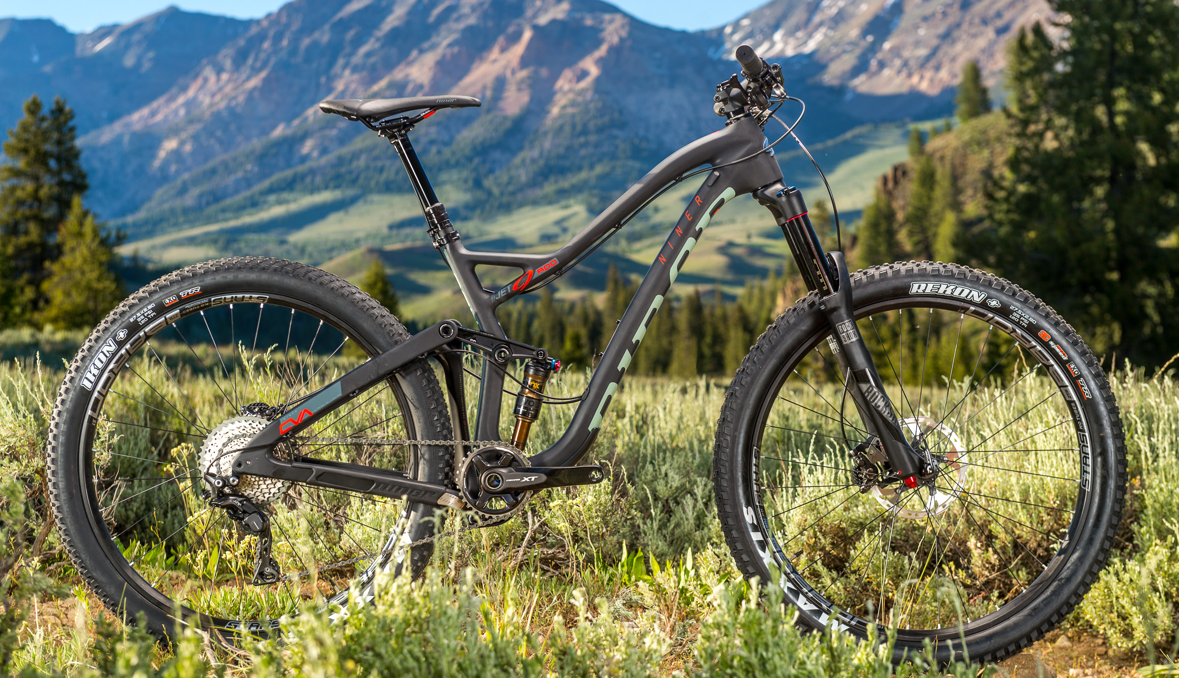 The new Jet has 120mm of rear suspension that's balanced with 29-inch wheels and an accompanying 130mm fork.