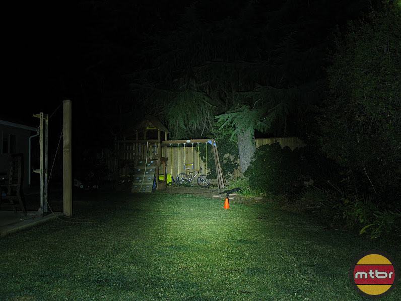 JetLites Dual A-51 Backyard Beam Pattern Right