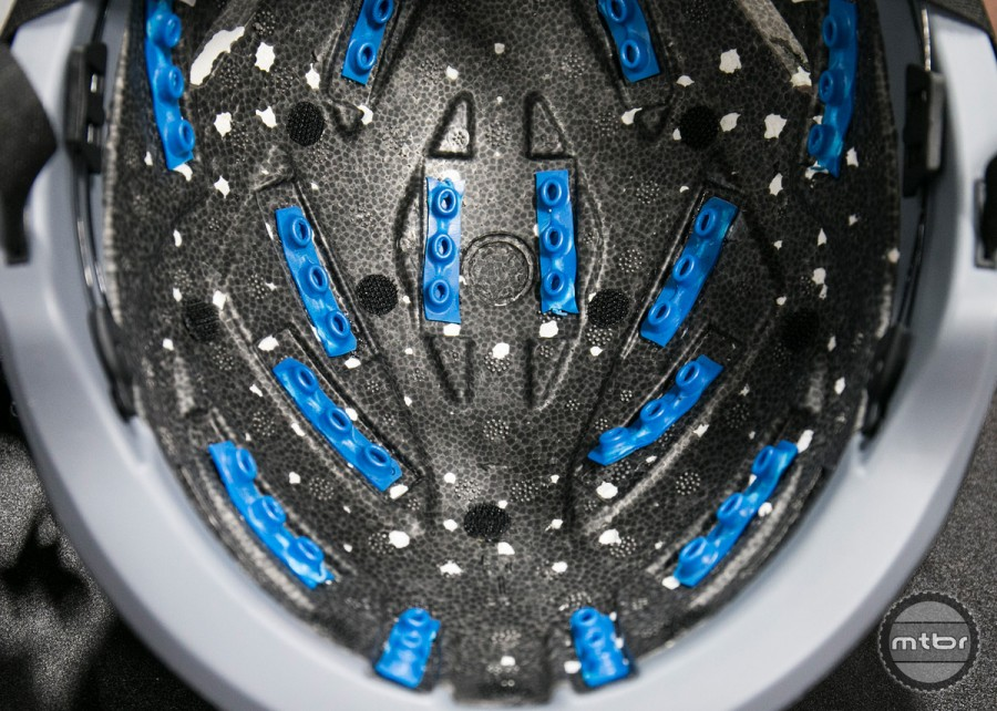 Both Leatt and Kali make use of a new material called Armor Gel, but utilize different patterns and integration solutions.