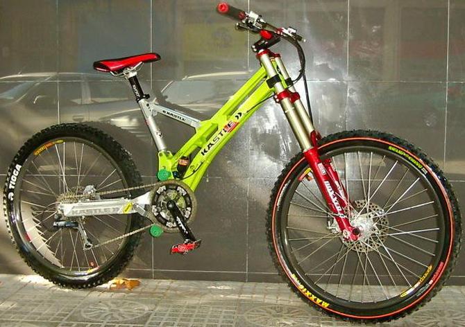 Old School DH bikes-kastledh.jpg