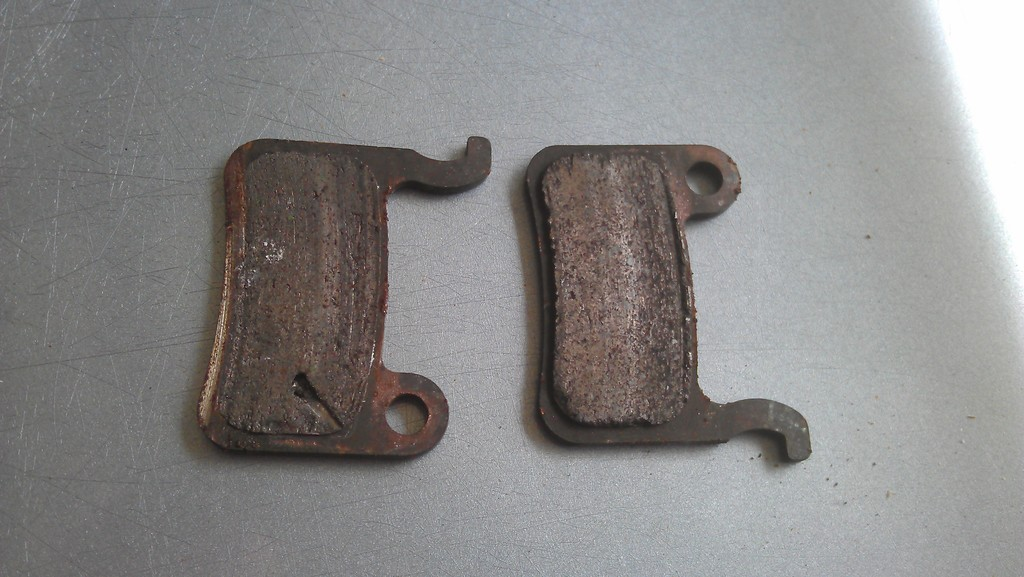 Are these resin or metal pads?-kgue.jpg