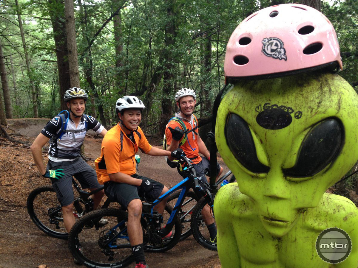 The Tamarancho Flow Trail alien is watching over FC and Yuri, riding with their Kitsbow gear.