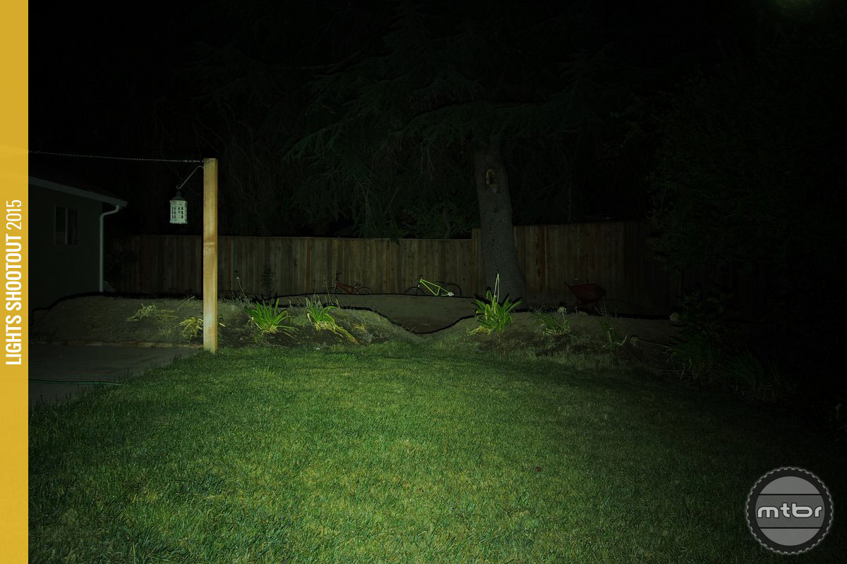 Knog Blinder Arc 5.5 Backyard Beam Pattern