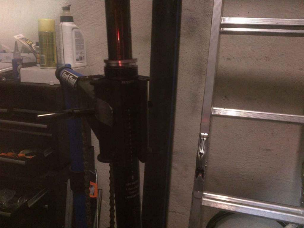 KS Adjustable Seatpost Maintenance-ks-i900_img-20120515-00053.jpg