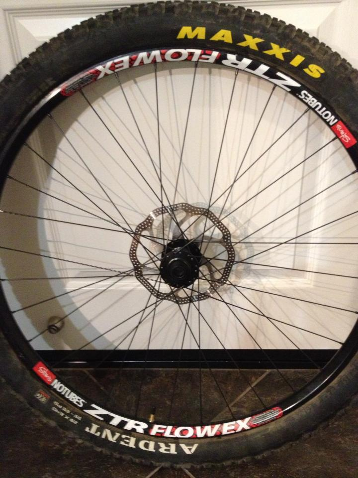 DT Swiss XR400 rims and Tubeless?-laced-flow-ex.jpg