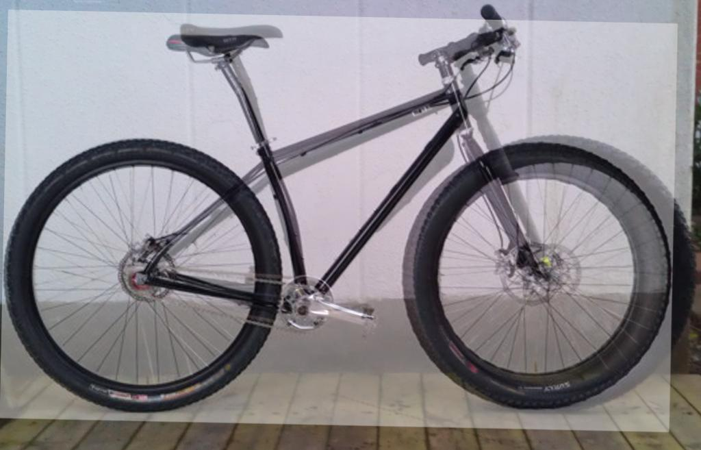 Fat fork on ugly steel rigid cheap bike, pretty similar to Jeff Jones in geometry?-lagerp%E5lager.jpg