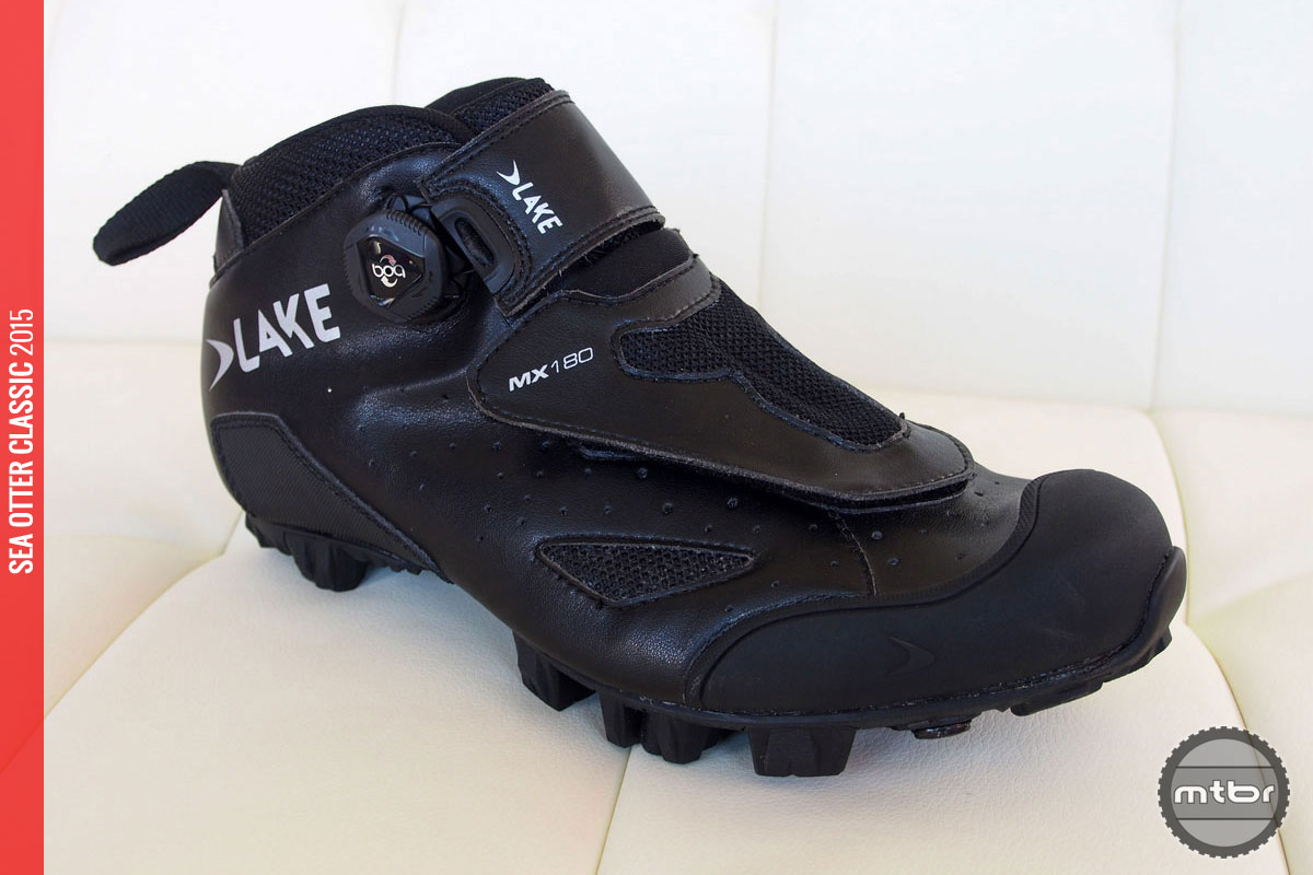 Think enduro racing shoe for cold-weather days.