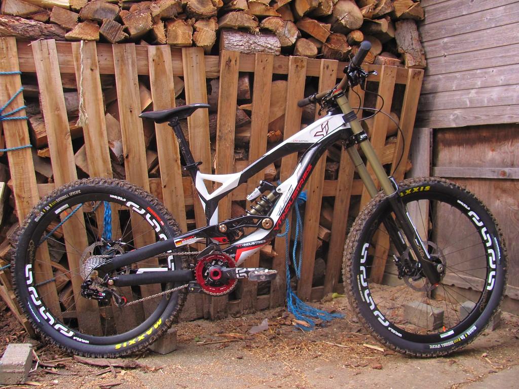 YT  DH Bike 12.12.12-large_img_3890.jpg