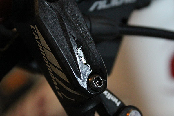 Dilemma: Women's model from Cannondale has inferior brakes compared to men's model?-leak2.jpg