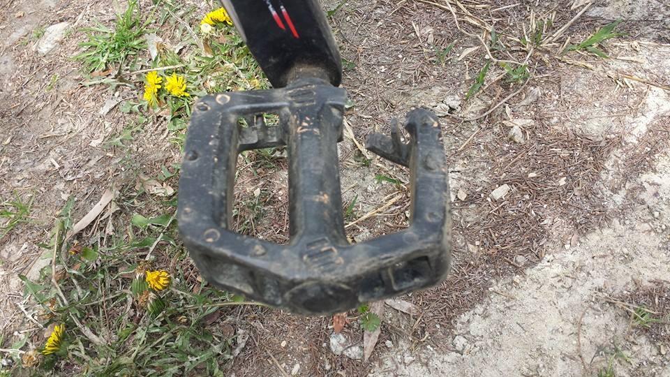 A different kind of Bike Porn-legend-broken-pedal.jpg