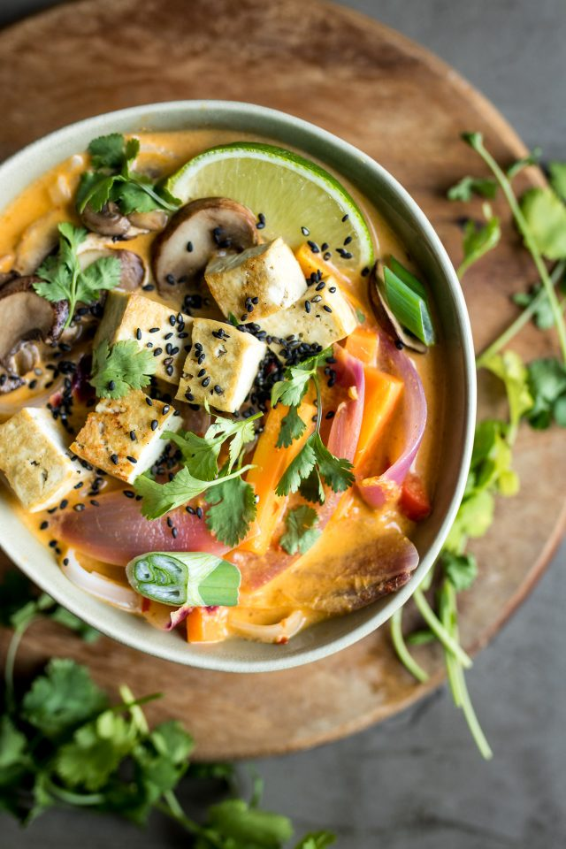 Vegetarian / Vegan / Raw recipes & chat-lemongrass-coconut-noodle-soup-2-640x960.jpg