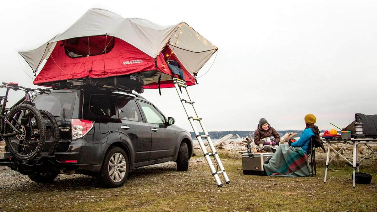 Popping the tent up and down in minutes is the main allure of the rooftop tent & Yakima Skyrise rooftop tent - Mtbr.com