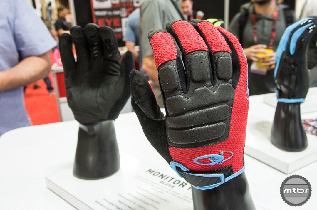 The new Monitor HD is the most heavily padded full fingered glove in Lizard Skin's newly released range of MTB gloves.