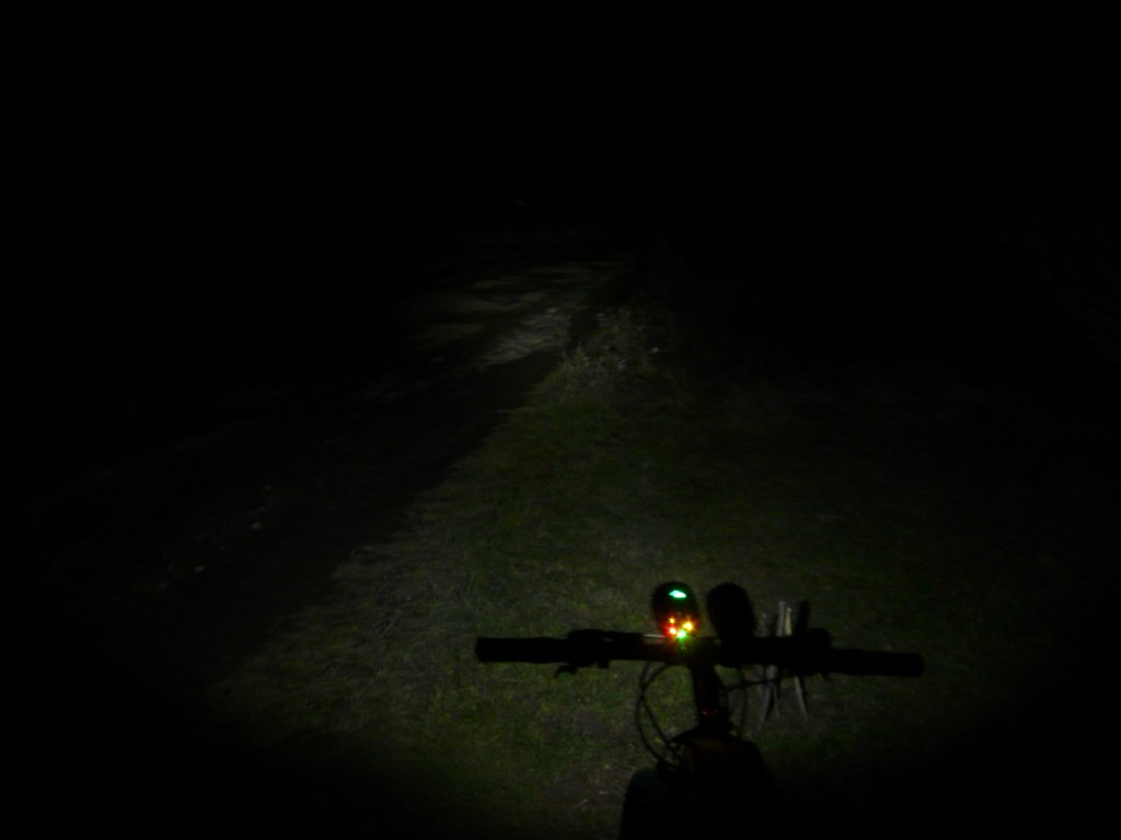 Powerful 7*Cree XM-L T6 6000LM 3-Mode Front Bicycle Light from LM-low.jpg