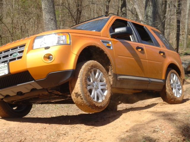 Land Rover-lr2.jpg