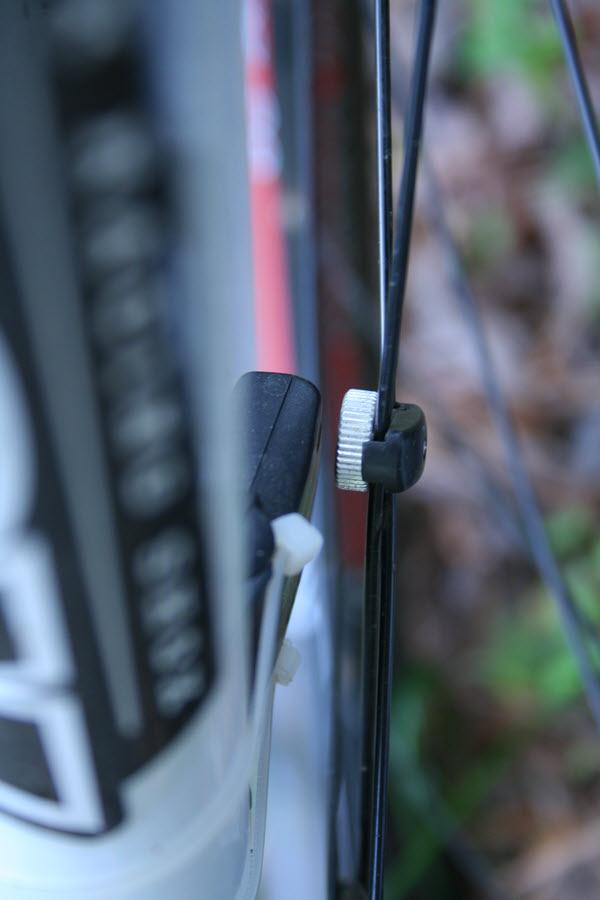Cateye Sigma Wireless on Trek 3700-magnet-mounting-2.jpg