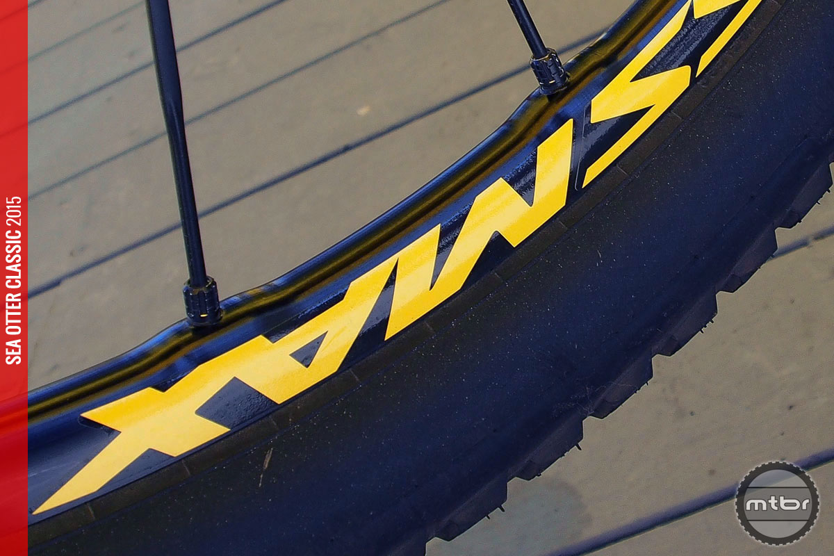 Zicral bladed straight-pull spokes help keep weight down.