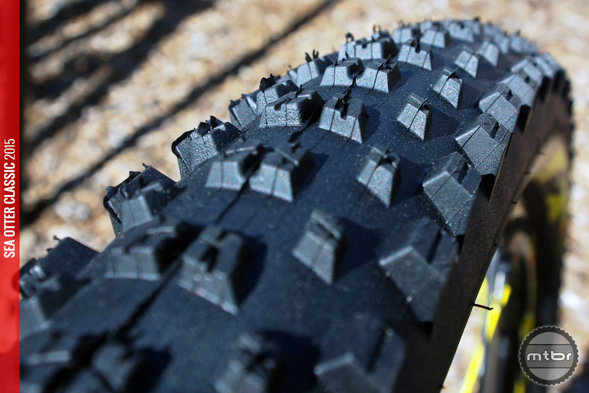 The Charge XL tire has an aggressive profile with tall knobs for better mud clearing.