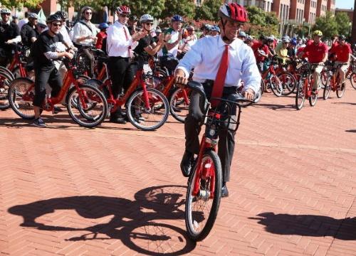 Mayor Adrian Fenty launches capital bikeshare program