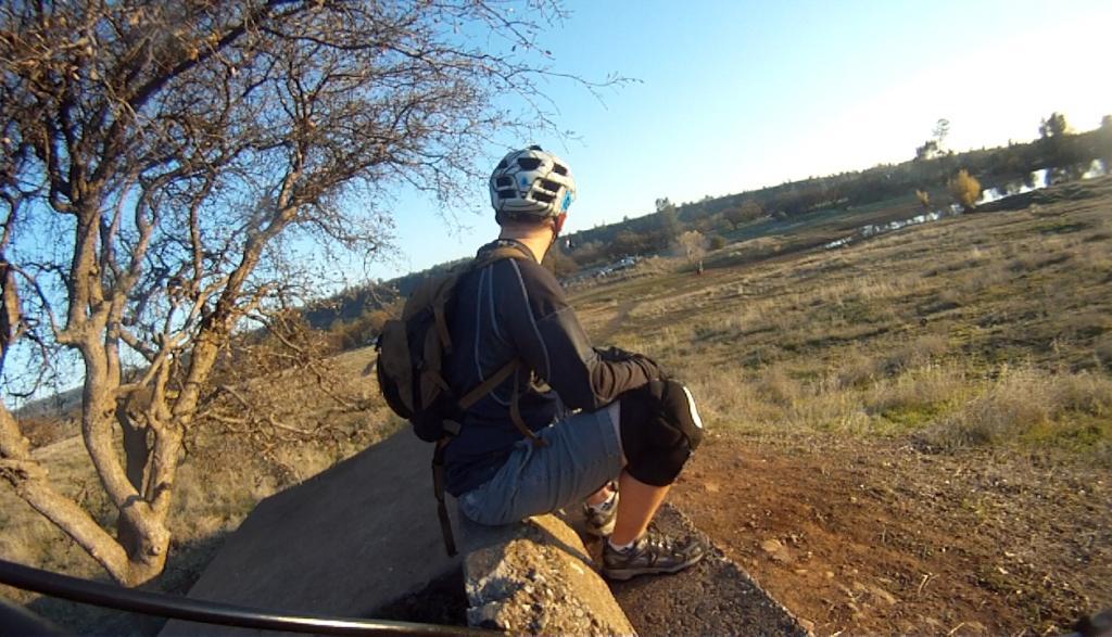 AM riding: anybody use SIXSIXONE RHYTHM pads??-me.jpg