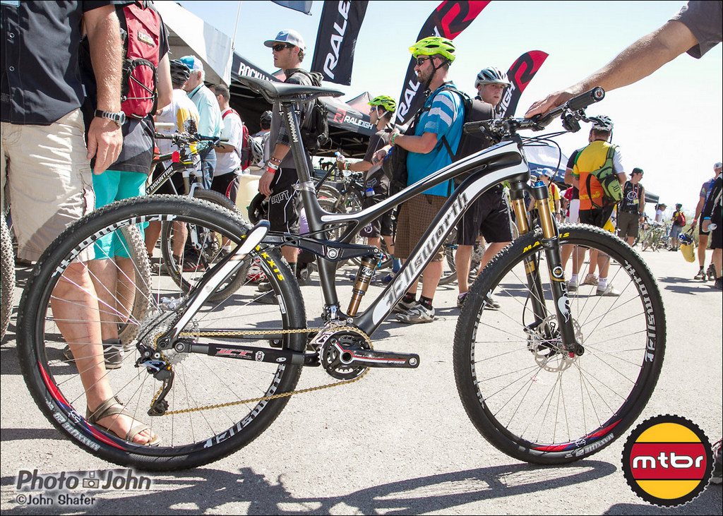 Ellsworth Carbon Evolve 29er Saves About 220 Grams