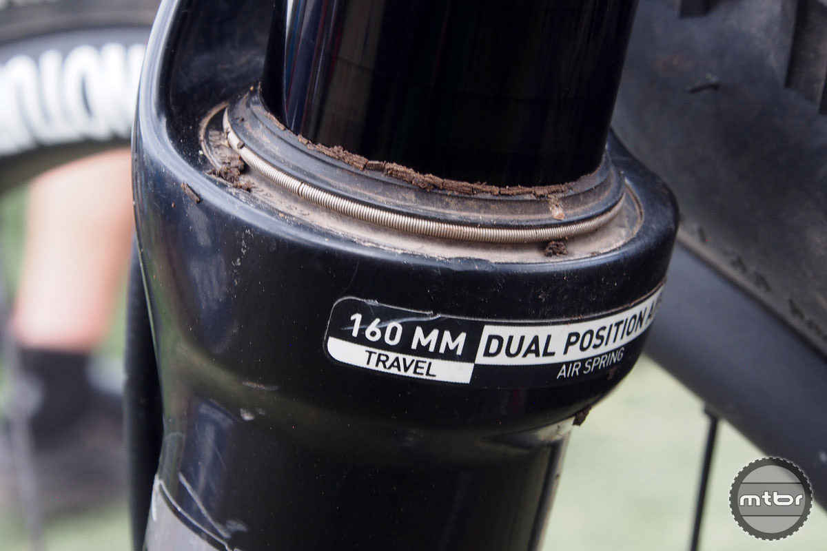A 160mm RockShox Pike handles suspension up front.