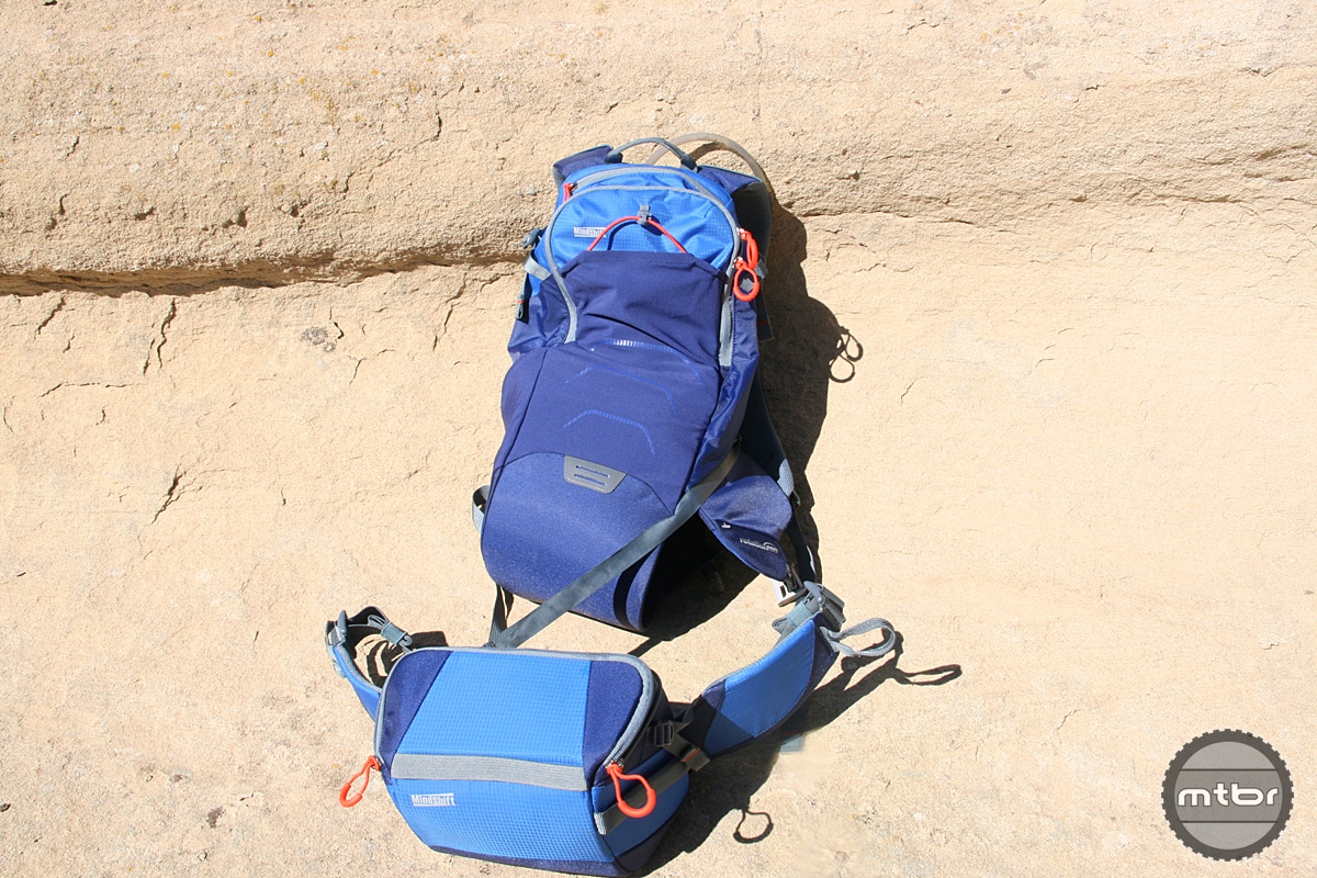 Belt pack can be used separately.