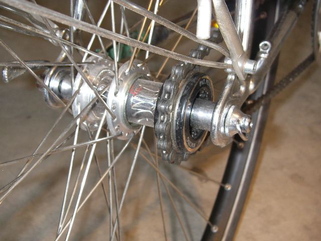 Another method for getting a dishless wheel.-moots-phil-hub-006.jpg