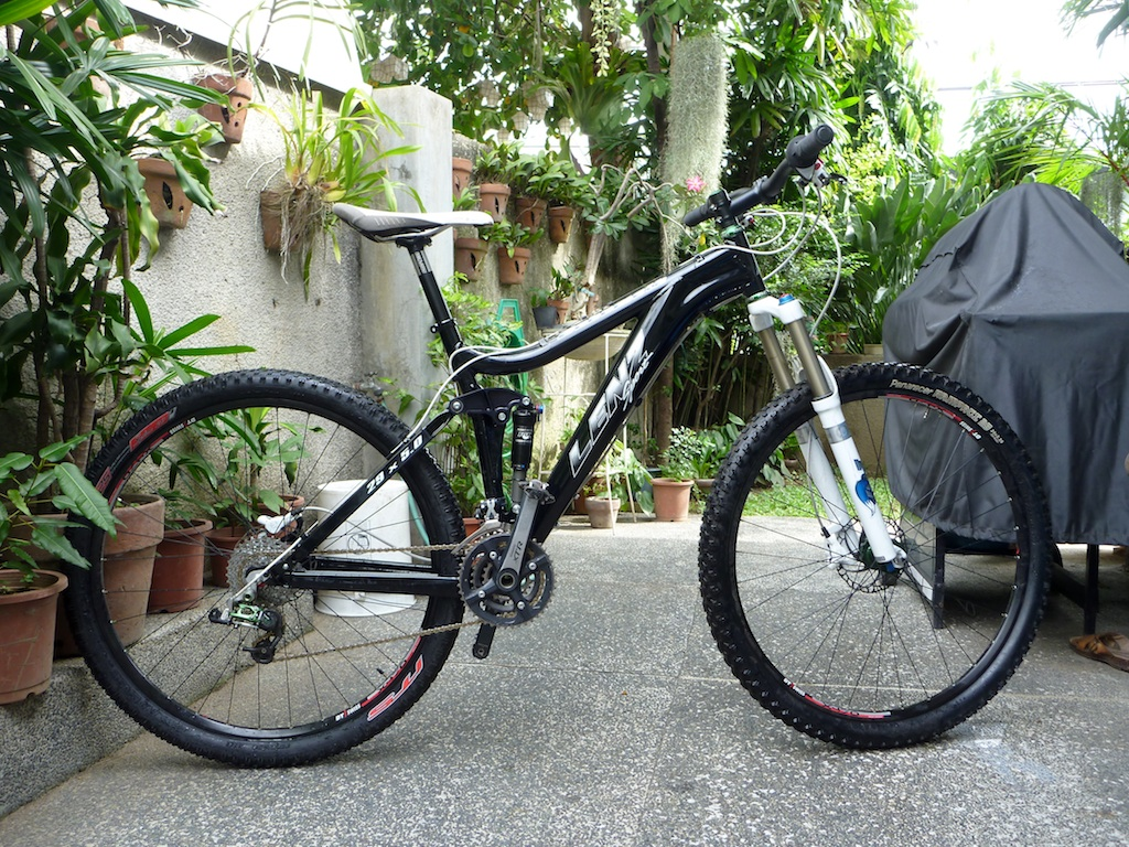 Can We Start a New Post Pictures of your 29er Thread?-moth.jpg