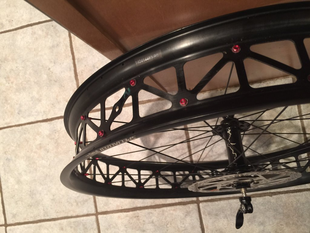 Question  (with pics) on tubeless setup with Spez SL rim-mtbr1.jpg