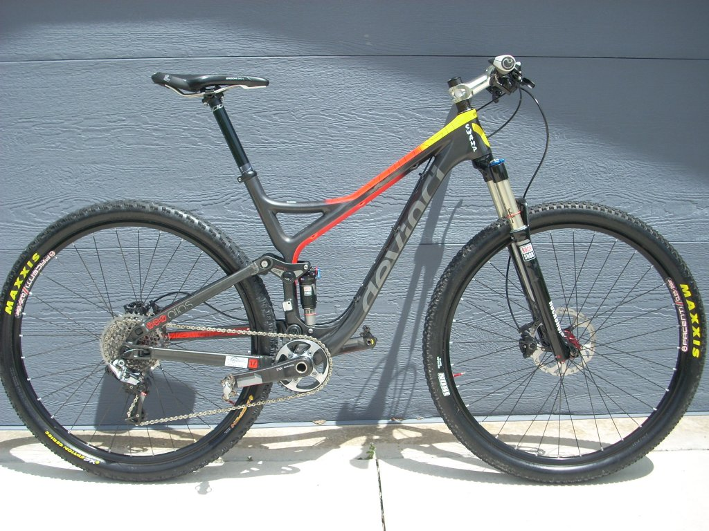 Devinci Atlas Carbon-new-bike-frame-002.jpg