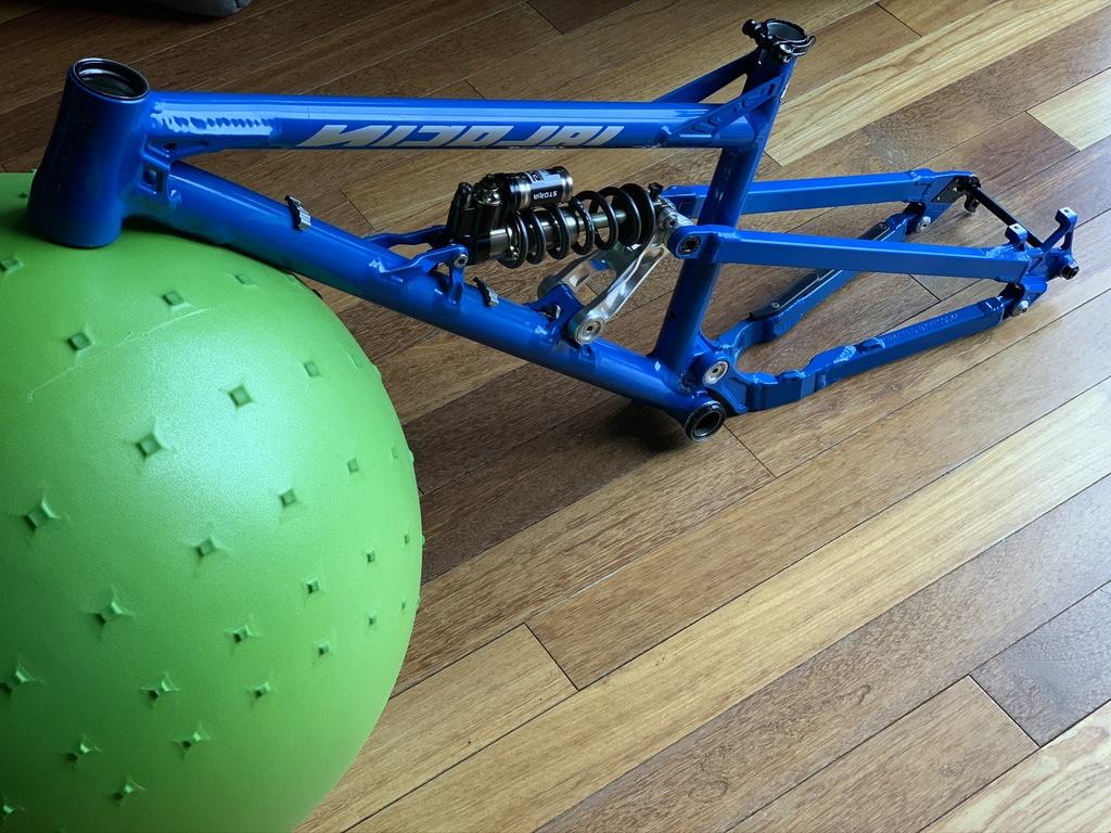 Nicolai/Mojo GeoMetron build/riding/Development Thread-nicolai-ion-geometron-long-traffic-blue-frame-03.jpg
