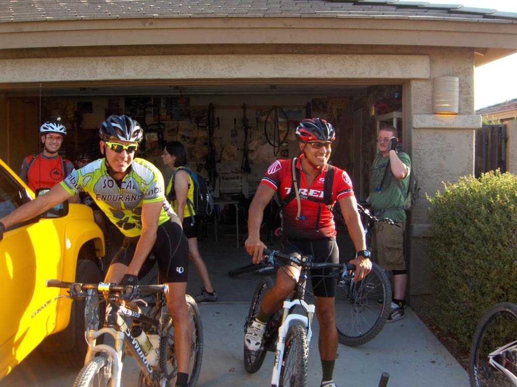 The FINS Thursday Night Rides Are Still On-night-ride-july-2011-008.jpg