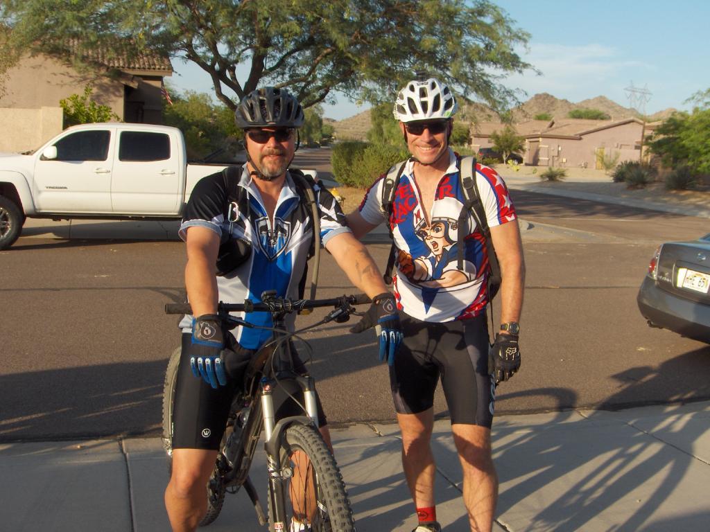 The FINS Thursday Night Rides Are Still On-night-ride-july-2011-012.jpg
