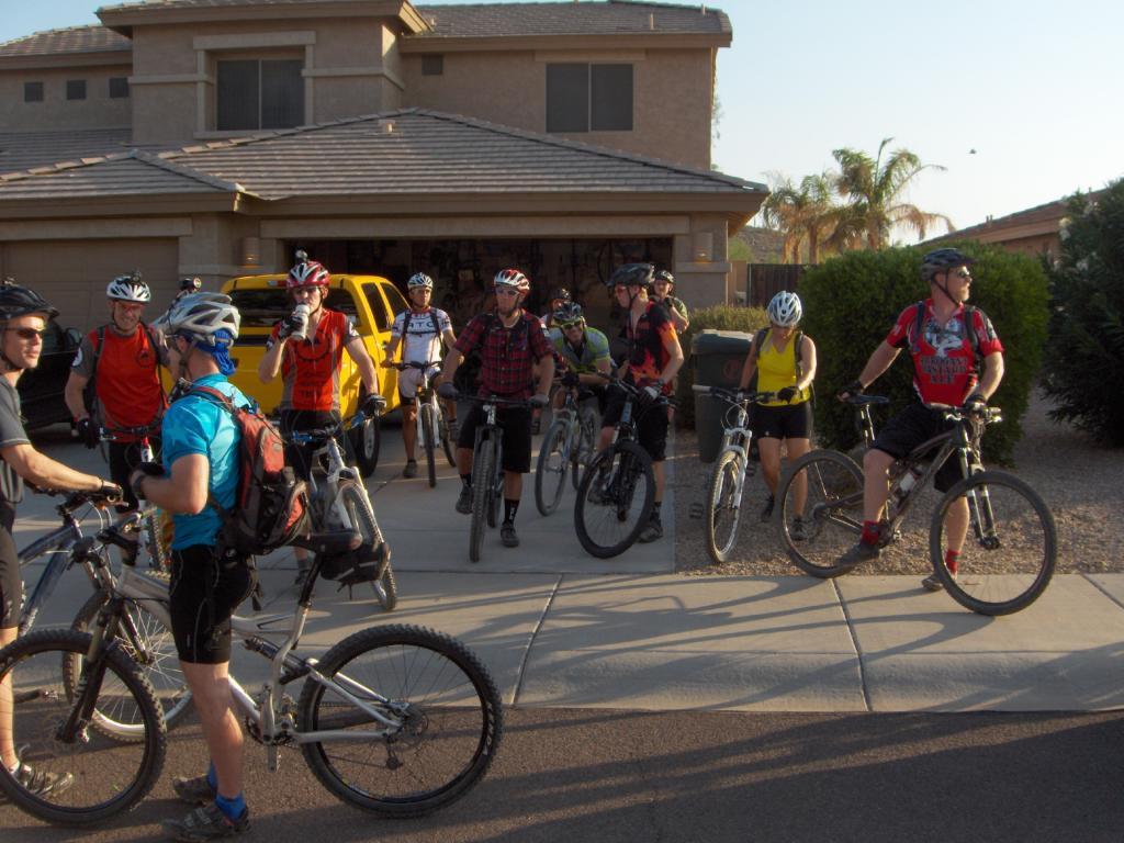 The FINS Thursday Night Rides Are Still On-night-ride-july-2011-015.jpg