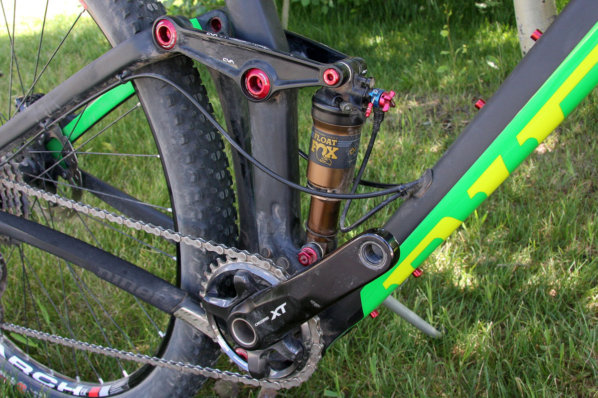 That brains of the 90mm of rear suspension is Niner's patented 29er-specific CVA (or constantly varying arc) linkage, which allows for pedal forces to operate independently of rear wheel travel.
