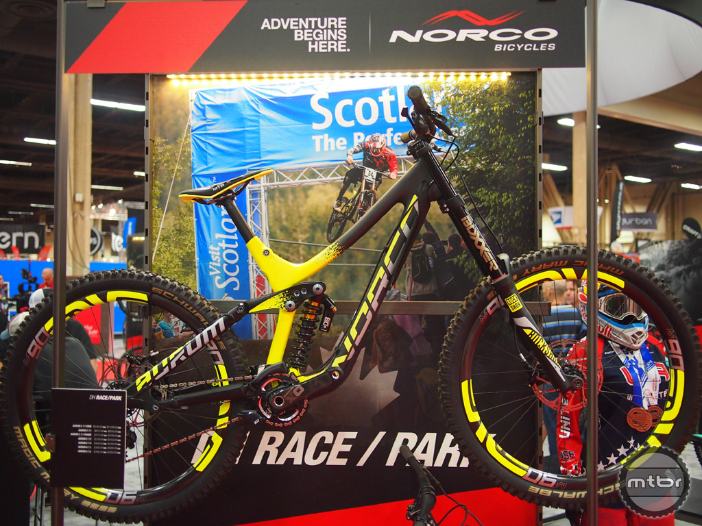 The Norco Aurum C7.1 is a beautiful bike with its Yellow and Black finish paired with the color matched ENVE carbon rims.