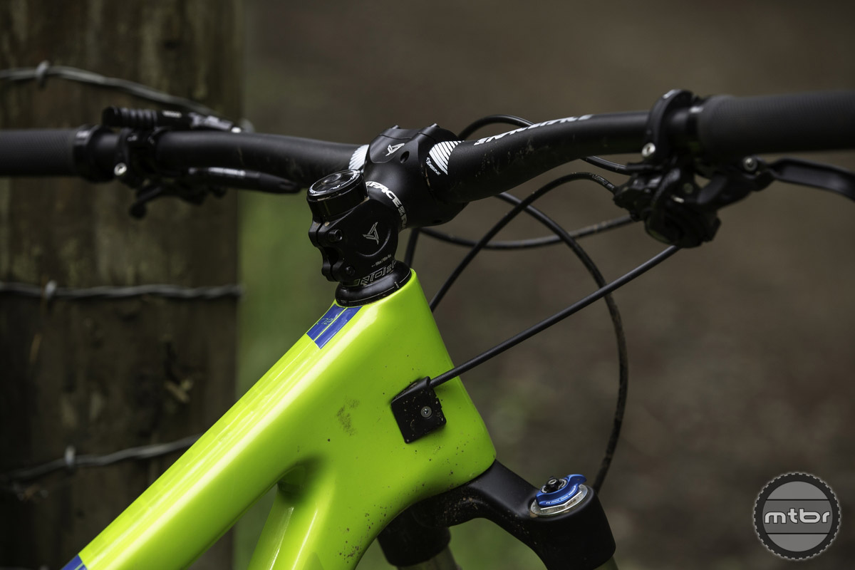 Outside of the choices made to ensure similar ride characteristics, you'll see that both bikes share similar specs along all price points. Think wide bars, short stems, and dropper posts.