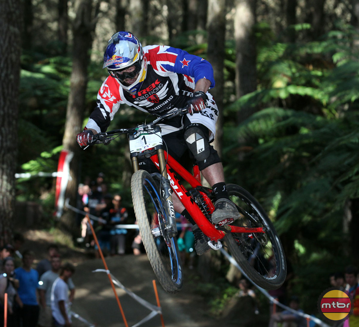885012ec532 Hot News: Trek now testing 27.5 for downhill racing with new Session 650b  bike