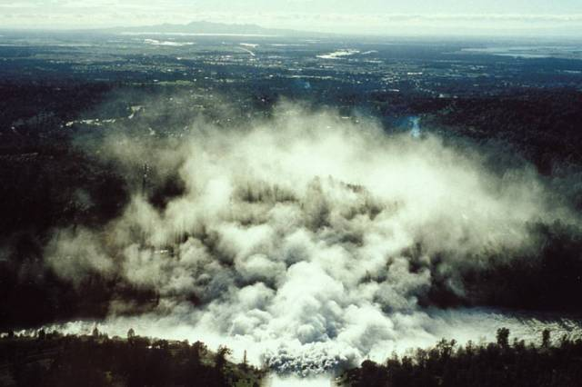 OT: The Oroville Reservoir situation-oroville_spillway-1997_flood_1.jpg