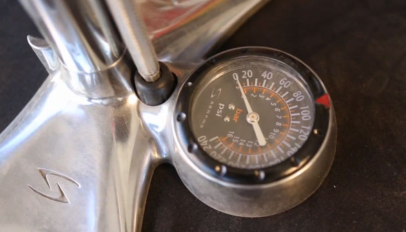 Serfas floor pumps have oversized gauge