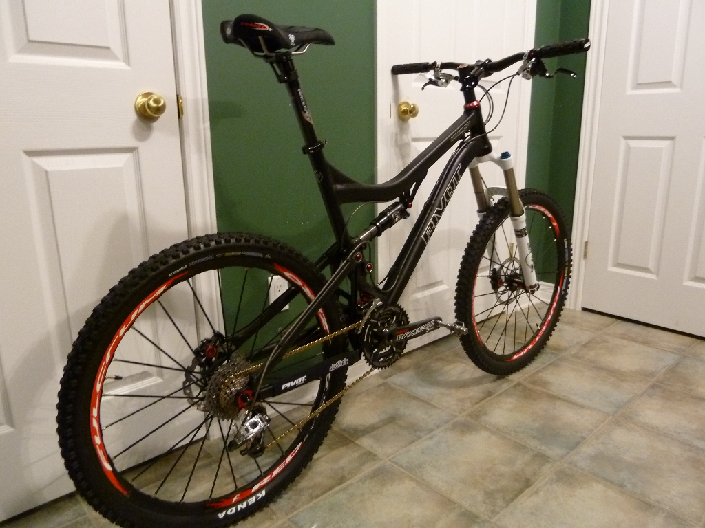 Help: Mach 5.7 Rear Swingarm Cable Routing Issues-p1000131s.jpg