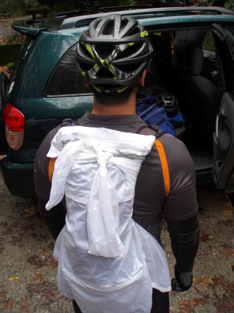 Where to store the jacket when the rain stops if no rear fender-p1010004.jpg